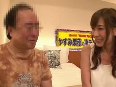 Verleidelijke Buxomy Aziatische Moeder Kaho Kasumi Met Hete Pikante Sexvideo In Het Openbaar